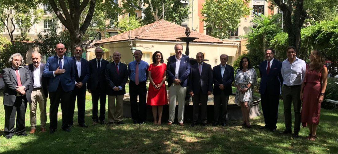 La FOM acogió en su sede de Madrid a una comitiva colombiana encabezada por el procurador general de la Nación, Fernando Carrillo, y el director ejecutivo de la Federación Nacional de Departamentos (FND), Carlos Camargo.