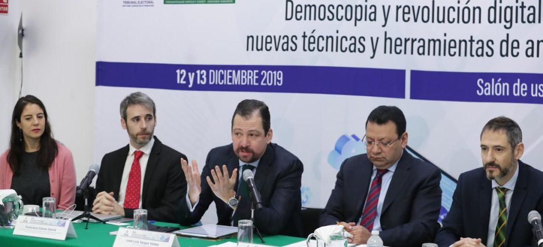 Celebramos en México el Diplomado en Demoscopia y Revolución Digital