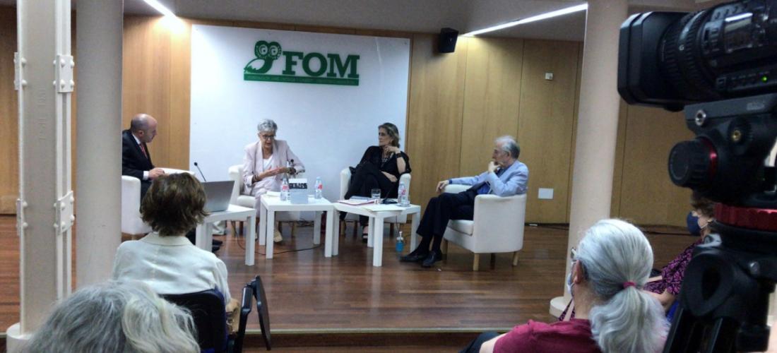 La prestigiosa historiadora Anna Caballé participó en el Seminario Permanente de Biografía e Historia de la FOM